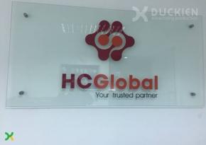 Biển bắt ốc chân kính, chữ mica HC Global