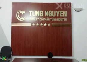 Backdrop vách alu chữ mica công ty Tùng Nguyên