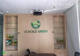 Backdrop vách gỗ, chữ mica công ty Vchoice Green