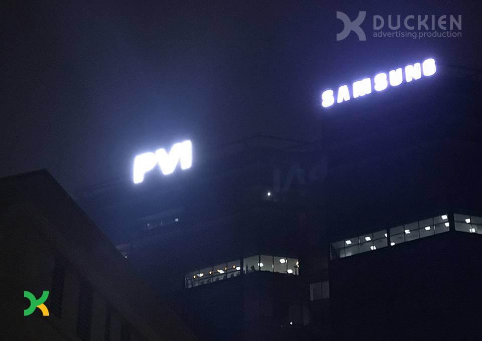 Đức Kiên AD sản xuất và thi công bộ chữ PVI trên nóc tòa nhà PVI