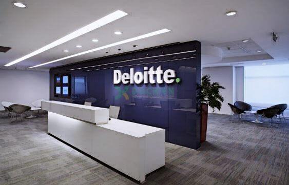Backdrop Deloitte với nhận diện đặc trưng