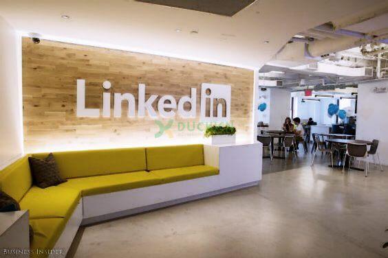 Bạn có thấy ấn tượng với thiết kế backdrop này của LinkdIn?