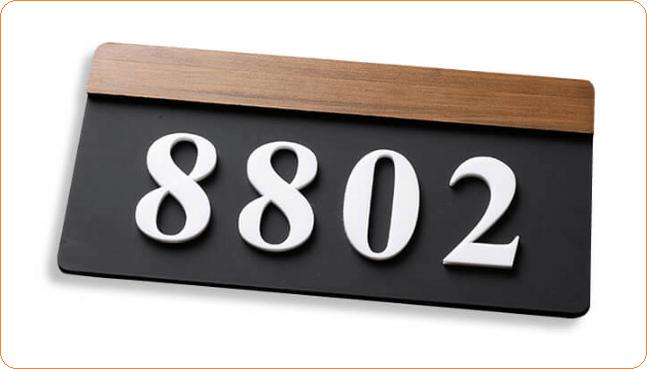 Biển số phòng kết hợp giữa gỗ, kim loại và mica