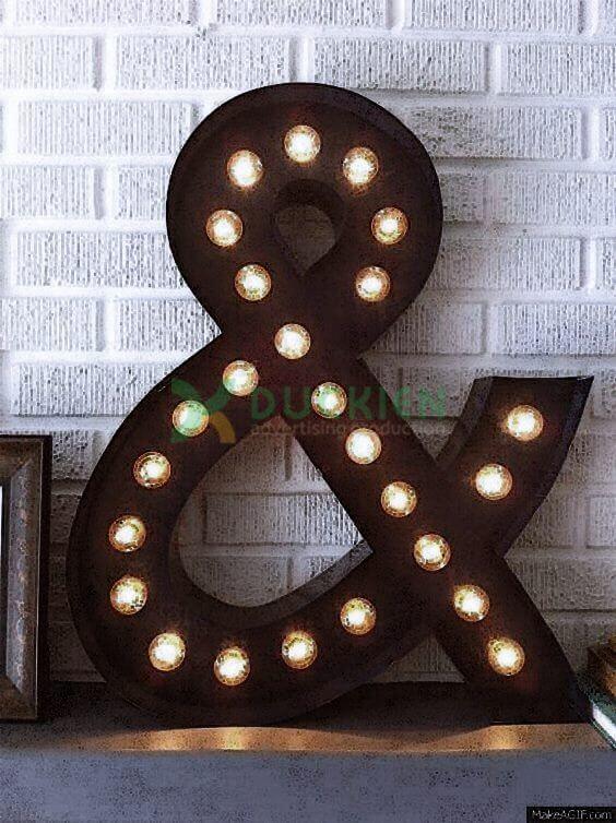 Chữ nổi lọng gắn đèn vô cùng tinh tế