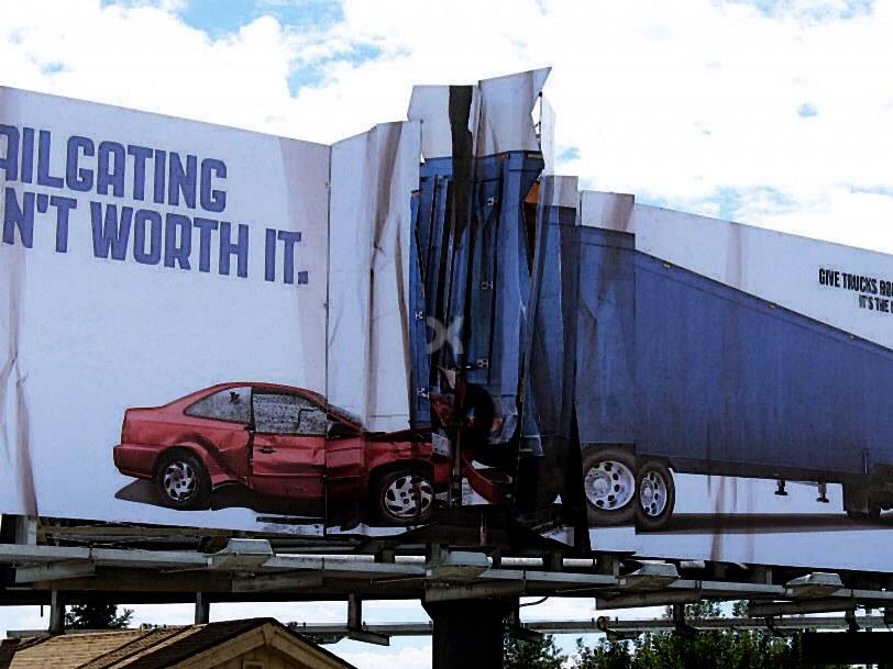 Quảng cáo xe ô tô du lịch!