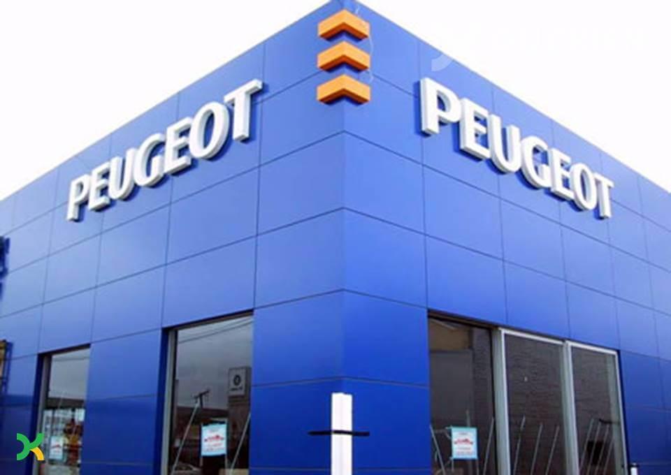 Biển alu chữ nổi mica của hãng xe Peugeot