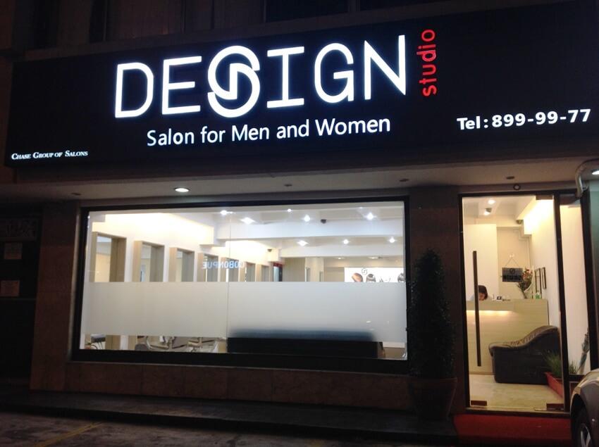 Biển quảng cáo tiệm tóc mang phong cách nghệ thuật tối giản