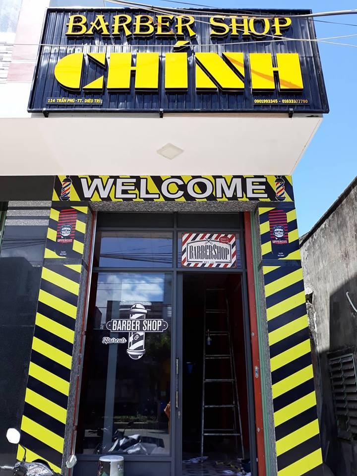 Biển quảng cáo một tiệm tóc tại Quy Nhơn.