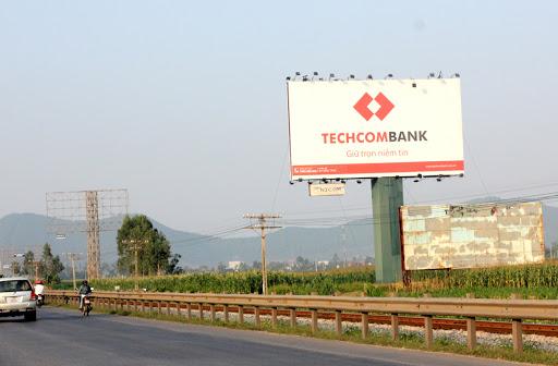 Biển pano tấm lớn ngoài trời của ngân hàng Techcombank