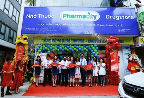 Nhà thuốc Pharmacity sử dụng tông màu xanh, trắng nhìn sạch sẽ và an toàn
