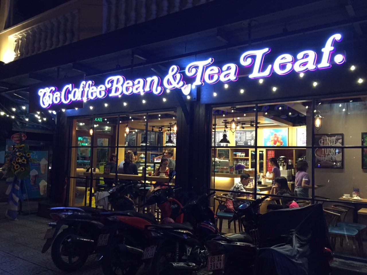 Biển quảng cáo ngoài trời của Coffee Bean tại Hai Bà Trưng