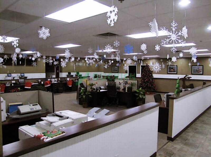 Không gian trang trí Giáng sinh nhẹ nhàng, ấm áp cho văn phòng làm việc công sở