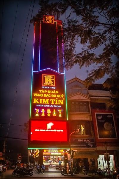 Biển quảng cáo tiệm vàng Kim Tín - hoành tráng và rực rỡ