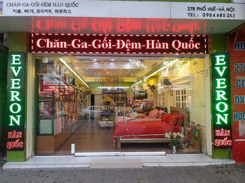 Hệ thống biển quảng cáo LED rực rỡ của một cửa hàng chăn ga gối đệm Hàn Quốc